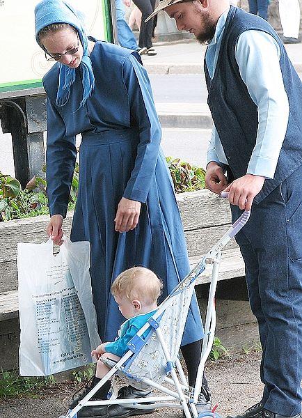 http://en.wikipedia.org/wiki/File:AmishFamilyNiagaraFalls.jpg